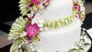 Flora Dan Fauna Di Kue Tart Pengantin