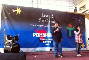 2 siswi smp bandung indonesia - 4 3